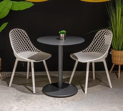 שולחן צ'קר בשילוב זוג קוסמוס